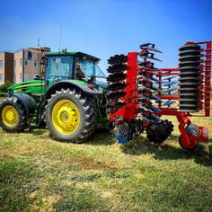 John Deere 7730 carries our 6 metre TAYFUN Series Spring Loaded Disc Tiller... #farm #farmer #farming #farmlife #farm_machines #farm_machinery #agricola #agriculture #agriculturelife #johndeere #red #green #instapics #picoftheday