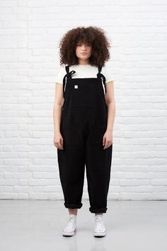 'The Organic Original' Corduroy Dungarees in Charcoal Black Hipster Grunge, Style Grunge, Soft Grunge, Chubby Fashion, Girl Fashion, Fashion Outfits, Style Fashion, Looks Plus Size, Look Plus