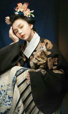 Japanese Geisha, Japanese Fashion, Asian Fashion, Traditional Fashion, Traditional Outfits, Folk Costume, Costumes, Chinese Culture, Hanfu
