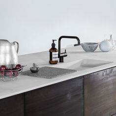 The Norm kitchen hack for Reform is simple, but exclusive in its timeless design. The combination of tombac and concrete give it a unique look.