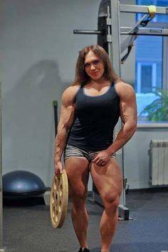 デッドリフトで240Kg持ち上げるロシア人女性が強そうで勝てる気がしない