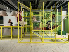 Jonas VAN put's buzzijungle pushes the traditional boundaries of workspaces. Buzzijungle aims to elevate meetings and social interactions into a vertical office by encouraging users to interact with the structure and with one another. Office Interior Design, Office Interiors, Design Comercial, Retail Trends, Jungle Gym, Neon Jungle, 2017 Design, Ux Design, Street Furniture