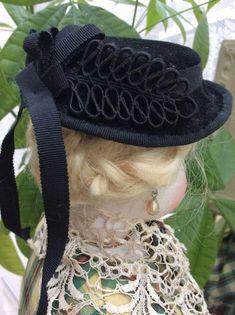 """0c043cee9b1 Black felt bonnet for 19 to 22"""" fashion doll"""