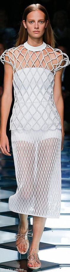 Balenciaga.         Spring 2015.          Ready-To-Wear.