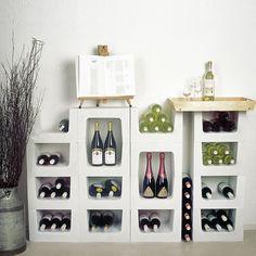 """Das Weinregal """"Classic"""" aus Stein sieht nicht nur edel aus, sondern hat auch die besten Voraussetzungen um Wein zu lagern. Durch die offenporige Struktur sorgen die Steine für ein optimales Mikroklima, Temperatur und Luftfeuchtigkeit bleiben ausgeglichen."""
