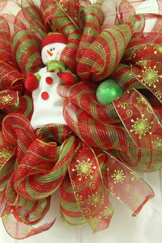 Christmas wreaths decorating ideas with ribbons and bows