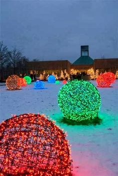 Christmas Light Balls - made with Chicken coop ... | Christmas - Joye…