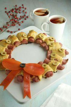 21b885386f4 La corona de salchicha y hojaldre es la botana perfecta para cuando recibas  invitados en tú casa. Es una receta muy sencilla de cocinar