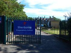 Welcome to Sherborne. Entrada.       Sherborne:  Un curso para todas las edades, en pleno campo inglés.   La Sherborne Preparatory School, fundada el año 1885 muy cerca del centro de la histórica ciudad de Sherborne, es una de las escuelas primarias más prestigiosas del país. La escuela está situada en un campus muy agradable con edificios antiguos y modernos en medio de doce acres de zona verde y atractivos jardines.   #WeLoveBS #inglés #idiomas   #ReinoUnido #RegneUnit #UK