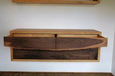 massief noten-eiken wandkast (met  klep en laden)