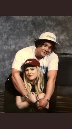 Bob Morley and Eliza Taylor❣️ The 100 Cast, The 100 Show, Eliza Taylor, Bellarke, Bob Morely, Bellamy The 100, 100 Memes, Hot Dads, Clexa
