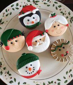 Les plus beaux cupcakes Noêl Mini Christmas Cakes, Christmas Themed Cake, Christmas Cupcake Toppers, Christmas Cupcakes Decoration, Christmas Cake Designs, Christmas Cake Pops, Christmas Snacks, Christmas Cooking, Christmas Goodies