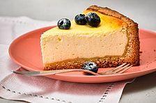 Der beste Käsekuchen der Welt The best cheesecake in the world by Best Cheesecake, Cheesecake Recipes, Kneading Dough, Dough Ingredients, New Cake, Vanilla Sugar, Cake Pans, Sweet Recipes, Food To Make