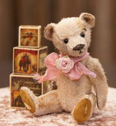 BESSY Miniature Old Style Bear New Technique! by By Berta Hesen-Minten ThReAdTeDs® | Bear Pile