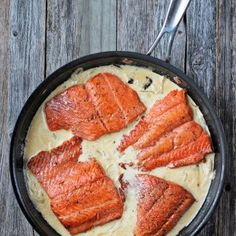 Delicious recipe of Salmon in cream sauce, an easy and tasty preparation that is perfect for lunch or dinner, which will definitely delight your guests. Salmon With Cream Sauce, Cooking For One, Pot Roast, New Recipes, Easy Meals, Simple Meals, Grilling, Pork, Tasty