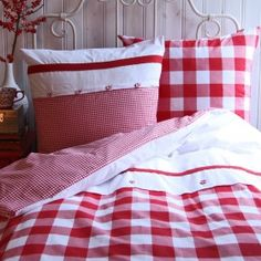♥ Adorable red gingham bedding. Would be cute in a raggedy Ann/Andy bedroom for kids.