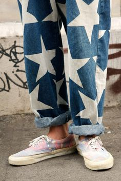 Old pair of jeans + giant stars + old sneakers Shorts Jeans, All Jeans, Denim Jeans, Look Fashion, Womens Fashion, Fashion Design, Fashion Trends, Fashion Killa, Pierre Balmain