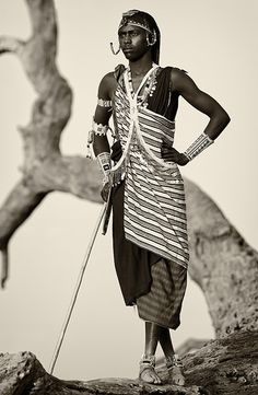 Black & White portrait of a young Maasai warrior in a remote Maasai village near Amboseli National Park, Kenya. African Traditional Dresses, Traditional Outfits, Masai Tribe, Africa People, Maasai People, Afro, African American Artwork, Black History Books, Tribal People