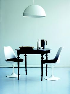 I am inspired to refinish my turned leg side table in black. Dining Room Table Chairs, A Table, House Furniture Design, House Design, Dining Corner, Tulip Chair, Dining Room Inspiration, Black Decor, Apartment Interior
