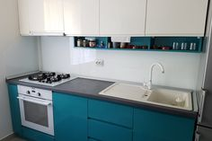 Sticla colorata pentru o casa de vis Kitchen Cabinets, Decor, Kitchen, Home, Cabinet, Home Decor