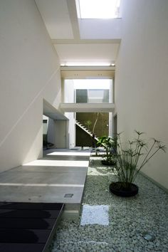 Vase Residence by Esprex - really like the use of water internally as a design tool. Reminiscent of SAOTA in SA.