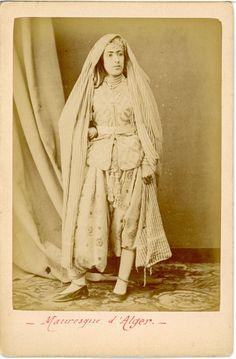 Algérie, Mauresque d'Alger Vintage albumen print. Vintage Algeria. Tirag |(avant 1900) | enregistré par adel Hafsi top photo