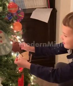 Christmas Tree Crafts, Christmas Decorations, Hobbies And Crafts, Diy And Crafts, Presents For Kids, Baymax, Winter Time, It's Easy, Holiday Fun