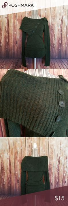Energie ▪ L/S Splitneck Button Sweater Energie brand ▪Long-Sleeved ▪ Splitneck Button Sweater ▪ Excellent Used Condition ▪ 66% Acrylic 31% Polyester 3% Spandex Energie Sweaters