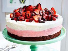 Erdbeer-Joghurt-Torte Rezept | LECKER Banana Coffee, Strawberry Frosting, Moist Cakes, Chocolate Recipes, Family Meals, Bakery, Cheesecake, Pumpkin, Sweets