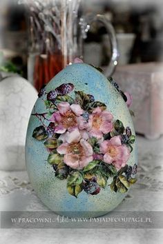 "Photo from album ""Рассылка Пасха"" on Yandex. Easter Egg Crafts, Easter Eggs, Deco Mesh Crafts, Egg Shell Art, Carved Eggs, Decoupage Art, Egg Designs, Faberge Eggs, Egg Art"