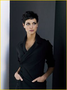 hair morenas Love Amy Acker, but Morena Baccarin would have KILLED IT as Root. Pixie Hairstyles, Cool Hairstyles, Pixie Haircuts, Halle Berry Hairstyles, Pelo Guay, Curly Hair Styles, Natural Hair Styles, Morena Baccarin, Sassy Hair