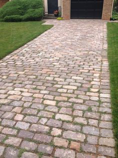 Relaxed cobblestone driveway