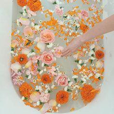 New Floral Bath Aesthetic 67 Ideas Entspannendes Bad, Floral Bath, Dream Bath, Relaxing Bath, Milk Bath, Flower Aesthetic, Spring Aesthetic, Spa Day, Bath Time