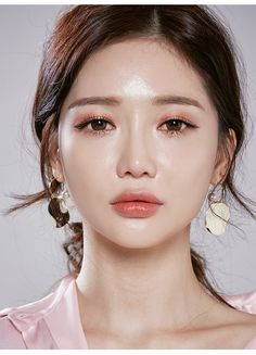 Makeup korean makeup look, korean makeup, beauty makeup. Korean Makeup Look, Korean Makeup Tips, Korean Makeup Tutorials, Asian Makeup, Korean Beauty, Makeup Trends, Makeup Inspo, Makeup Inspiration, Makeup Ideas