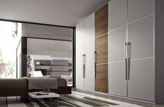 57+Hinged+doors+with+white+doors+and+wood+look+with+metal+handles.jpg (600×393)