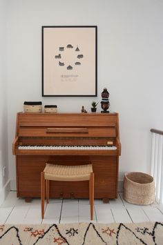 Literally love a piano despite not being able to play one. Home Living Room, Living Spaces, Piano Room, Interior Decorating, Interior Design, Piano Decorating, Home And Deco, Home Decor Inspiration, Design Inspiration