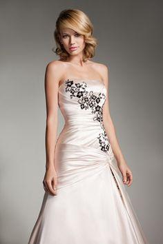 Wedding dress (front view-close) - blush & black