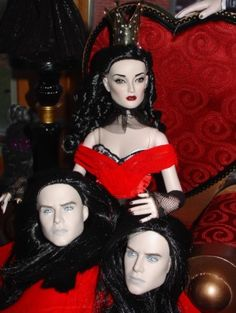 About Queen of Hearts: Off with their heads! The Queen of Hearts Centerpiece from the 2011 Tonner Halloween Convention