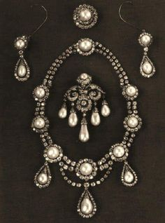 Queen Louise's Pearl and Diamond Parure