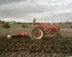 Farmall 400 tractor with disk plow