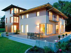 Familienhaus und representatives Büro... Kein Problem! Diese Fertighaus-Villa von Regnauer macht es möglich.