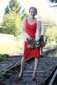 Shirt-Kleid, langer Cardigan, Orange tragen, leichtes Sommerkleid, Leo Sandalen, Cardigan über Kleid