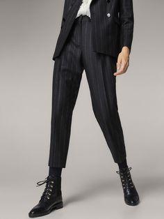 PANTALON COSTUME RAYURES TENNIS SLIM FIT pour FEMMES - Pantalons - Tout voir de Massimo Dutti pour la saison Automne Hiver 2017 à 79.95. L´sélégance au naturel ! Business Outfits Women, Business Women, Trouser Suits, Trousers, Olaf, Suits For Women, Clothes For Women, Pantalon Costume, Pinstripe Suit