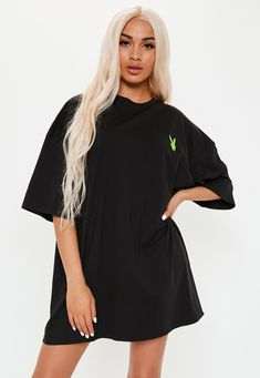 Playboy x Missguided Black Extreme Oversized Repeat Slogan T Shirt Dress. Order today & shop it like it's hot at Missguided. Slogan T Shirt Dress, Black Tshirt Dress, Oversized Shirt Outfit, Brunch Outfit, Mode Hijab, Dance Outfits, Missguided, Playboy, Teen Fashion