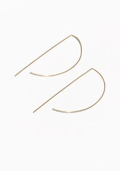 & OTHER STORIES Thin lines and bold angles unite to form these head-turning earrings in a distinctive d-shape.