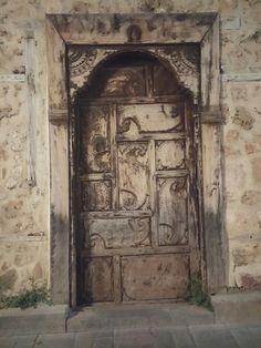 Antalya Kaleiçi tarihi ağaağaç oyma kapı