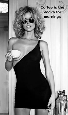 Sexy Girls in Tight Dresses & Skirts : Photo Café Sexy, Dress Skirt, Bodycon Dress, Femmes Les Plus Sexy, Coffee Girl, Hot Coffee, Glamour, Black White Photos, Sexy Curves