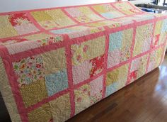 As we are finally getting some spring weather here in Calgary I thought I would post some pictures of a of spring coloured quilt. Quilt Baby, Baby Girl Quilts, Girls Quilts, Custom Quilts, Quilt Patterns Free, Spring Colors, Quilt Making, Sewing Projects, Colours