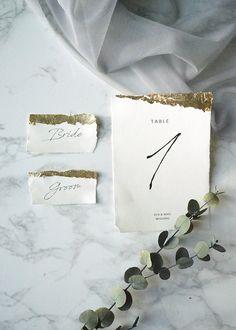自分でできる箔押しで、とびきりオシャレな海外風席札を手作りしよう / テーブルナンバー ペーパーアイテム 席札 箔押しDIY / WEDDING | ARCH DAYS Wedding Crafts, Wedding Favours, Wedding Decorations, Wedding Stationary, Wedding Invitations, Wedding Prep, Wedding Calligraphy, Stationery Paper, Table Cards