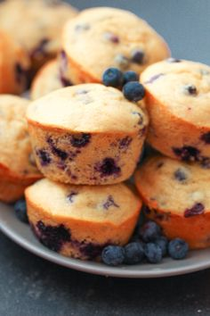 Protein Blueberry Muffins - Six Sisters' Stuff These 6 Ingredient, Super Easy Muffins Are The Perfect, Lightly Sweet Breakfast Or Snack Recipe. Protein Powder Muffins, Blueberry Protein Muffins, Healthy Muffins, Blue Berry Muffins, High Protein Muffins, Power Muffins, Protein Bread, Blueberry Desserts, Protein Bites